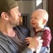 将来有望!? パパのヒューマンビートボックスをマネようとする赤ちゃん。