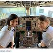 機長は母、副操縦士は娘!パイロット親子のツーショットが話題に