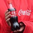 早くも「令和」デザインのコカ・コーラが出現!新元号発表直後の新橋駅前で2000本限定の配布イベント実施