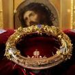 燃え盛るノートルダム大聖堂から「聖遺物」を救い出した神父