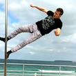 【神技】「なんでこの人だけ無重力なんだ!」足だけしか使わない、ポールダンスの世界チャンピオンの技が凄すぎると話題に!