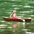 """リカちゃん人形が公園で""""手漕ぎボート""""に乗ってみた。ラジコンパーツを駆使した自然な動きに「リカちゃん生きてるー!」"""