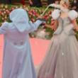 米女優ゼンデイヤがMet Galaで着た灰色のドレス 魔法の杖をふると…