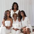 ミシェル・オバマ元大統領夫人、母娘3世代の家族写真公開 母に感謝の言葉も