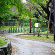 北区赤羽、東北線から分岐する小道「赤羽緑道公園」の動輪(再掲2017/10掲載)