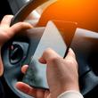 危険な「ながら運転」の現状 6割が「運転中にスマホ見た」