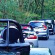 田舎道をノロノロ走る車、後ろには「行列」が発生…最低速度の規制はないの?