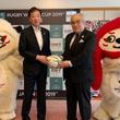 「ラグビーワールドカップ2019(TM)日本大会」開催都市におけるラグビーの普及を支援 神戸市の小学校へラグビーボールを寄贈