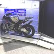 """2500×1000mmの狭小スペースを鉄壁のバイクガレージに!""""90度回転""""がミソの「moto CUBIC」"""