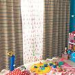 カラーコーンに隠れる『トイ・ストーリー』の仲間たち!ベルメゾン ディズニー「遮光カーテン&UVカットレースカーテンセット」