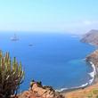 スペイン・テネリフェ島北端の町 イグエステ・デ・サン・アンドレスで美しい海岸線を見ながらのハイキングを楽しむ