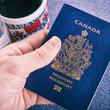 パラパラ漫画になっている!? 世界のユニークなパスポートデザインに仰天!