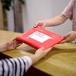 メルカリ、繰り返し使える梱包材「メルカリエコパック」開発