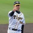 阪神原口が代打で劇的サヨナラ打、大腸がんから復帰5戦目 矢野監督は歓喜の抱擁