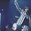 織田哲郎/ダイアモンド☆ユカイら率いるROLL-B DINOSAUR、貴重映像を盛り込んだ「おかしいだろ?」MV公開