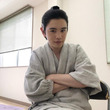 """鈴木康介、時代劇初挑戦で""""ちょんまげ""""写真公開!「違和感無い」と反響の声"""