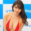 森咲智美、裸エプロンのはだけ方が尋常じゃない… 「お胸が!」「セクシーすぎ…」