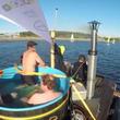 フィンランド発明家、「浮かぶお風呂」で10時間の船旅