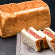 究極のカツサンドが完成!行列の絶えない高級食パン専門店「どんだけ自己中」と「認定生肉取扱店 肉割烹 もつ吉」がコラボレーション!