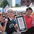 リスナーへの愛で世界一を目指したい! FMヨコハマの人気DJ 柴田 聡が「1分間にハグした最多人数」の世界記録(TM)に挑戦!!87人のハグを受け止め、ギネス世界記録(TM)を見事達成!!