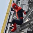 スパイダーマンが通天閣に現れ、ビリケンさんにヒット祈願! 『スパイダーマン:ファー・フロム・ホーム』大阪イベント