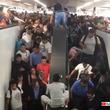 地下鉄駅がカオス化。混みすぎてエスカレーターを上がってもどん詰まり。押し戻されて大変なことに(メキシコ)