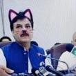 政治家が『猫』に! FBのライブ配信で誤ってフィルターを使用してしまう。