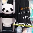 ○キャリーケースにしがみつく○愛らしいパンダのバッグがヴィレヴァンオンラインに新登場!