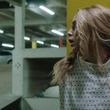 迫るベビーマスク!『ハッピー・デス・デイ』駐車場で恐怖の鬼ごっこ本編映像