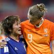 """なでしこ、敗退直後に… オランダ選手との""""涙の抱擁""""に海外称賛「美しい試合だ」"""