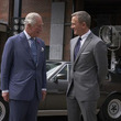 チャールズ皇太子とジェームズ・ボンドがご対面!『BOND 25』メイキング映像&写真が解禁