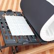 夏の寝床を快適に。建材メーカーが開発した湿気を吸収する「珪藻土シート」が発売