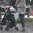 ずぶ濡れで歩いていた母親 優しい人に出会い、感謝の投稿