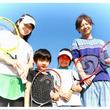 最近家族でたのしく運動した記憶ありますか?ファミリースポーツを応援するITCテニススクールは、夏休みの思い出作り「なかよし親子テニス無料体験会」を各校で開催します。7/28(日)