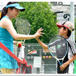 """ウワサの最強の練習生、べんてんひろばITCテニススクールも""""ジャック""""完了!プロテニスプレーヤー久見香奈恵があなたのクラスに電撃参加する話題企画。7月は神戸西テニススクール、ITC木津川台テニスクラブ"""