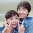 大島優子&川口春奈、ショートカット&制服ショットに「10代みたい」「似合ってる!」の声