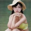 ちょっぴり物憂げな表情にドキッ!注目の童顔美女・くりえみが公開した沖縄撮影会でのセクシーショットが最高「くりえみちゃん眩しい…」