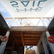 ヨットの帆を再利用した海の家「セイルハウス」が神奈川・一色海岸にオープン、ストレスリーを目指す