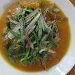 【時短レシピ】香味野菜をパッと乗せるだけ!レトルトカレーの味が激変する技
