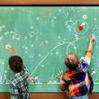 チームラボ、タッチしたり線を引くとインタラクティブに世界が変化する「小人が住まう黒板」を神戸ハーバーランドumieに常設展示。
