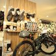 E-スポーツバイク体験型店舗「サイクルベースあさひ洛西口店」にキャンプやツーリング関連のアイテムを豊富に取り揃えた、新たな売場が加わり7月13日にリニューアルオープン