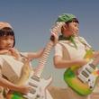 グリーンダカラちゃん&ムギちゃん姉妹、歌もギターも初挑戦の新CM公開!
