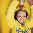 """浜崎あゆみ、ライブ後の""""楽屋でゴロゴロ""""写真に反響「可愛いッ」「自然な笑顔が一番」"""