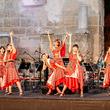 """エビ中、トルコ共和国に降臨! 悠久の時が流れる""""古代遺跡""""で、日本のアイドルポップスを浴びた現地の聴衆の反応は!?"""