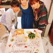 渡辺美奈代、ソロデビュー33周年を息子達とお祝い「幸せな1日に」