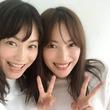 蛯原友里が双子の妹とのツーショット公開 「天使が2人いる」と大反響