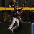 【MLB】打者、投手が最敬礼するホームラン強奪キャッチに米称賛 「球界最高の外野手」