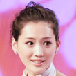 綾瀬はるか「新バスト戦略」をわし摑み公開する(1)アクション女優としてのトレーニングで…