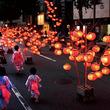 赤く灯ったちょうちんが幻想的に街を染める 山口県山口市で「山口七夕ちょうちんまつり」開催