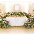 バラの花と香りが会場を満たすかつてない演出の葬儀プラン「花と香りで送る家族葬」が誕生
